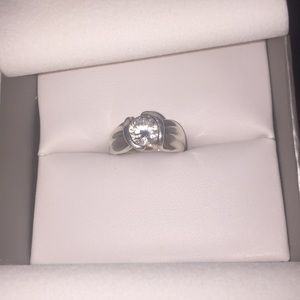 Size 6 sterling silver 2ct Cz ribbon ring size 6